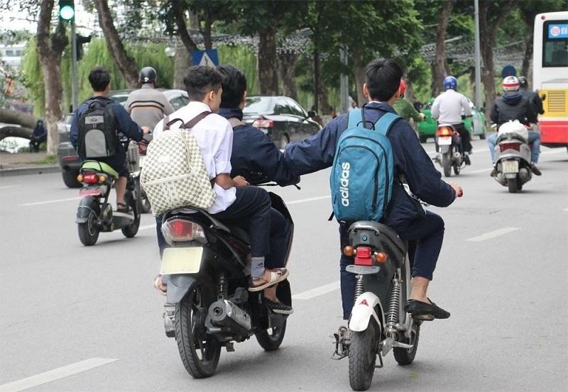 Người chưa đủ tuổi lái xe có bị phạt tiền