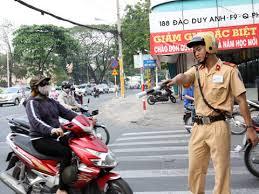 Điều khiển xe máy đang chờ lấy bằng bị phạt như thế nào
