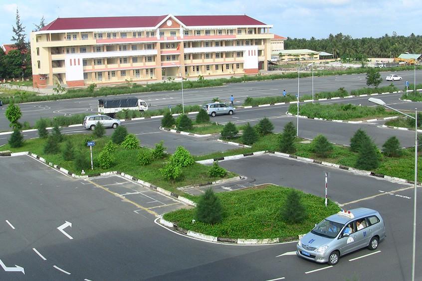 Học bằng lái xe ô tô Đà Nẵng